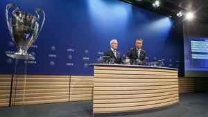 Los responsables de competiciones de la UEFA, en el sorteo de la previa de la Champions en Nyon