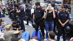 zentauroepp40310627 barcelona 20 09 2017 la guardia civil entra en el departam170928085026
