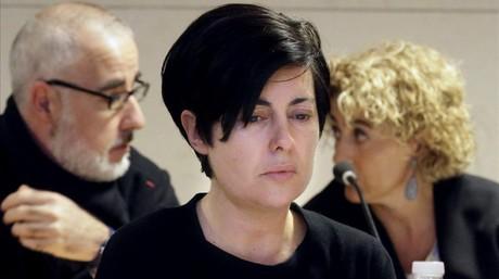 Alfonso Basterra y Rosario Porto, los dos principales acusados de la muerte de su hija Asunta Basterra, junto a la letrada de Basterra, Bel�n Hospido, durante el tercer d�a del juicio esta ma�ana en Santiago de Compostela.