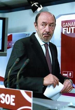 Rubalcaba exige explicaciones a Rajoy y que Montoro dimita