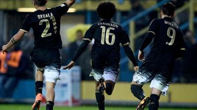 Dybala, Cuadrado y Morata corren a celebrar el gol del colombiano, el pasado domingo, en Frosinone.