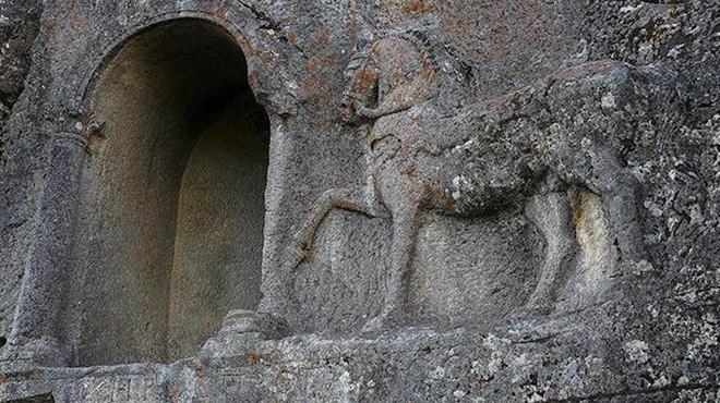Trobat un reglament de carreres de cavalls de 2.000 anys d'antiguitat