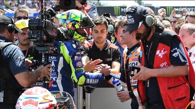 Rossi derrota Márquez i tots dos fan les paus