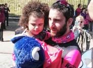 Dani Riovira, en Roma, con Martina, afectada por el síndrome de Rett