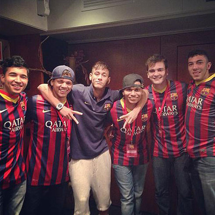 El Bar�a pagar� los viajes de los amigos de Neymar, seg�n un diario brasile�o