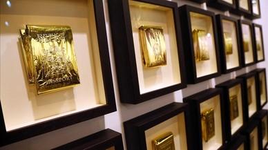 'Pasaportes de rescate', obra de Eugenio Merino, en la galería ADN.