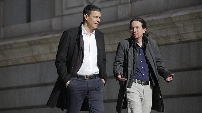 Pedro S�nchez y Pablo Iglesias llegan juntos al Congreso de los Diputados.