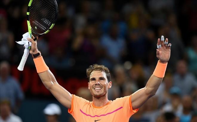 Rafael Nadal festeja su victoria en Brisbane.