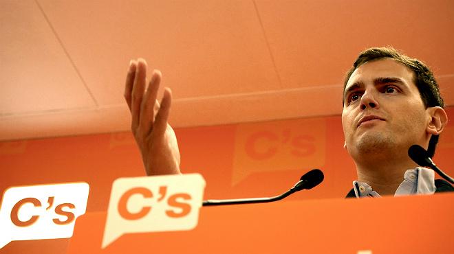 """Rueda de prensa de Albert Rivera en la cual,recomienda al PP y al PSOE que no hablen tanto de Ciudadanos y que hagan """"autocr�tica"""" y trabajen para la recuperaci�n"""