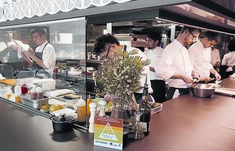 El sello de la dieta mediterr�nea luce en la cocina del restaurante Disfrutar, en la barcelonesa calle de Villarroel.