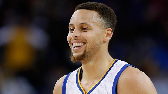 Curry, el primero en llegar a los 300 triples