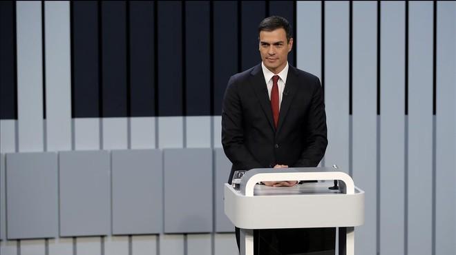 "Sánchez equipara Rajoy i Iglesias com a ""extrems que coincideixen"""
