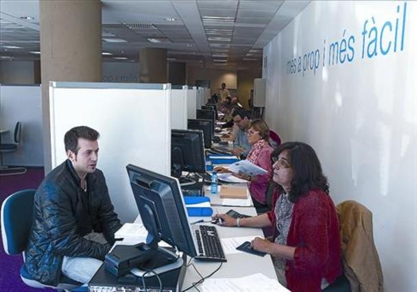 Hacienda limita los usuarios a los que confecciona la renta for Oficina hacienda barcelona
