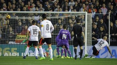 Zaza marca el primer gol del Valencia.