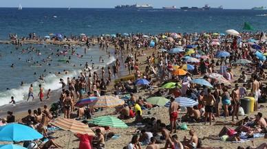 Les platges de Barceloneta i Sant Sebastià van superar el límit de saturació aquest estiu