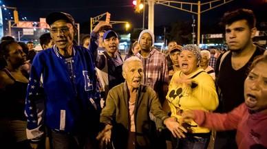 Maduro apuja un 40% el salari mínim i ja se l'ha menjat la inflació