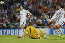 El Madrid aplaca la crispaci�n con una goleada