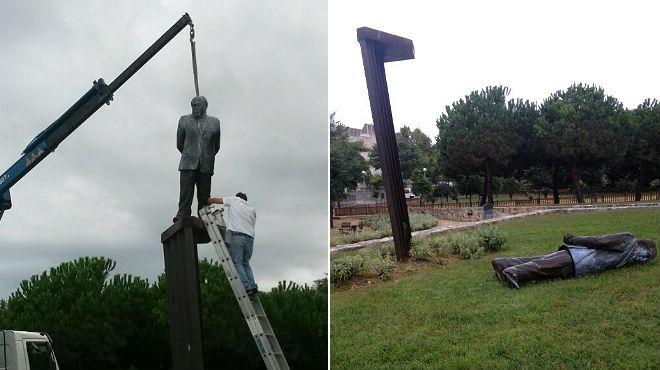 El monumento ha aparecido en el suelo y los técnicos del ayuntamiento no han podido volver a ponerla en su pedestal.