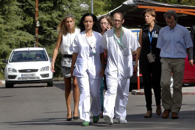 Yolanda Fuentes, subdirectora del Hospital Carlos III La Paz, y Fernando Simón, coordinador de Emergencias.