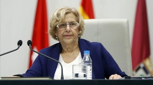 La alcaldesa de Madrid, Manuela Carmena, durante el pleno del martes.