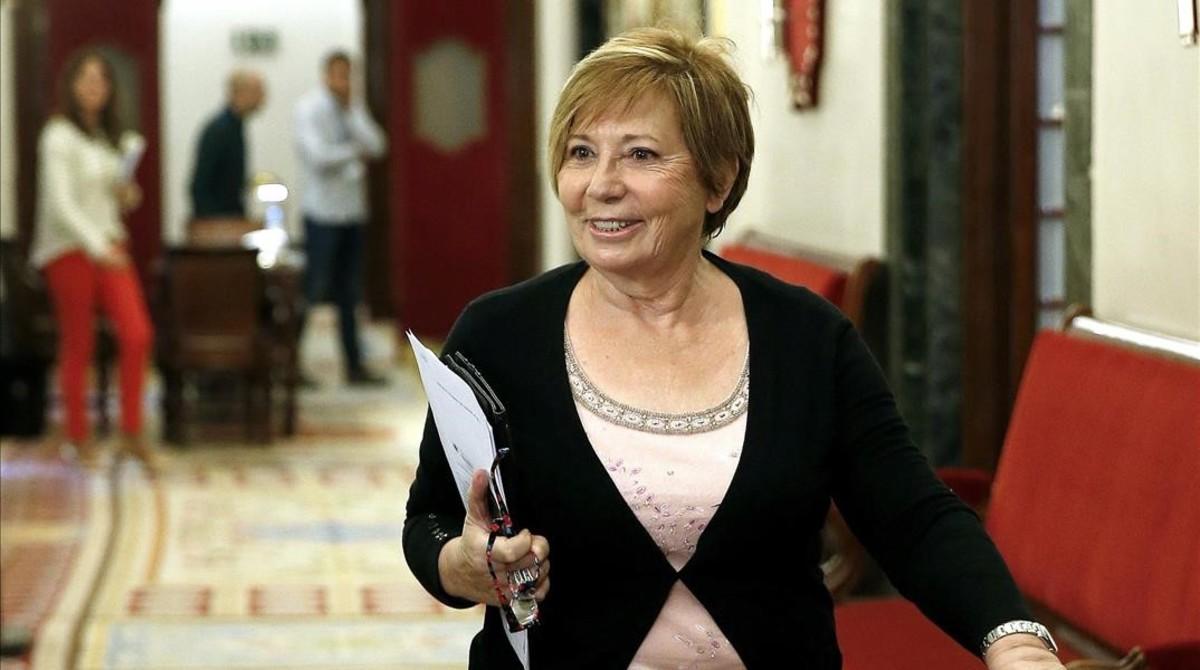La vicepresidenta primera del Congreso, Celia Villalobos, este martes en los pasillos de la Cámara baja.