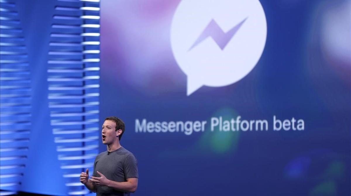 El fundador de Facebook, Mark Zuckerberg, durante la presentación de los bots para webs.