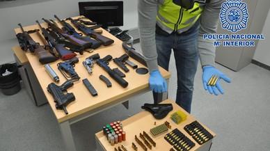 Sis detinguts a Barcelona amb un arsenal d'armes de guerra