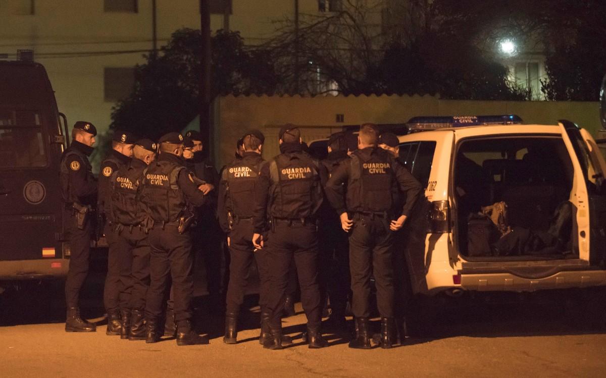 El operativo desplegado por la Guardia Civil en Andorra, la pasada noche, en Albalate del Arzobispo y la localidad minera de Andorra.