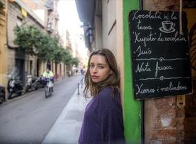 La actriz Ariadna Cabrol, en la granja chocolatería La Nena (Ramón y Cajal, 36-38).