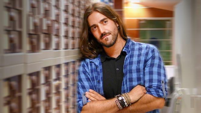 Andrés Suárez canta 'Te doy media noche' per a EL PERIÓDICO.