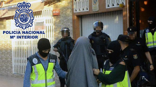 La Polic�a Nacional detiene a dos de los diez detenidos en esta operaci�n contra unac�lula de captaci�n del Estado Isl�mico