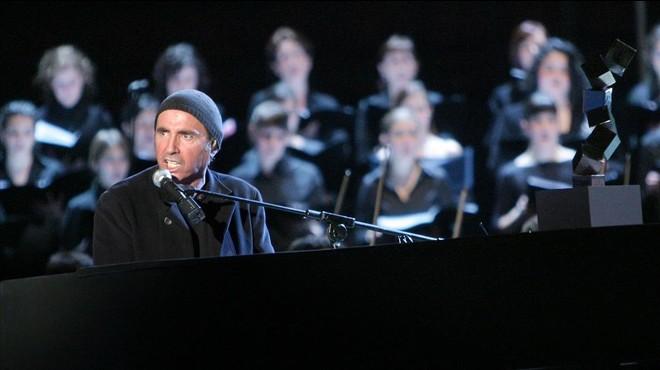Llu�s Llach, en el concierto que ofreci� el 3 de marzo del 2006 en Vitoria, en la conmemoraci�n del 30� aniversario de los incidentes en los que fallecieron cinco trabajadores a manos de la polic�a.
