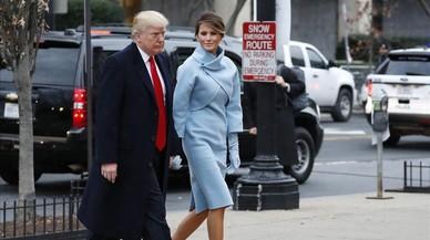 Donald Trump y su esposa, Melania, llegan al Capitolio, minutos antes de celebrarse la toma de posesión como presidente de EEUU.