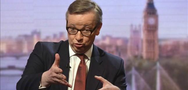 Los 'tories' desafían a Cameron y hablan abiertamente de salir de la Unión Europea