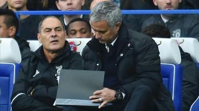 Mourinho est� seguro de que alguien en su equipo filtra sus alineaciones