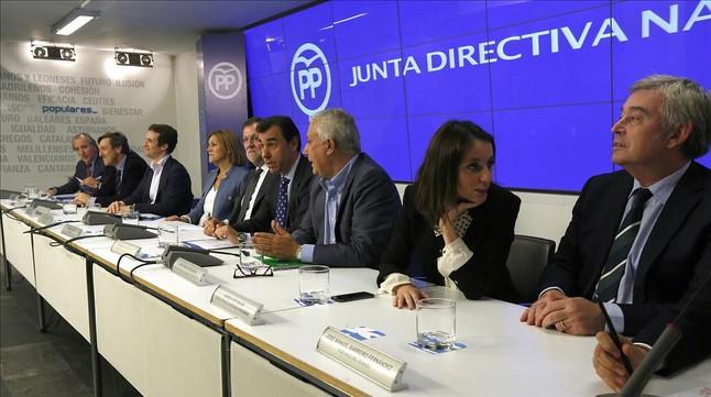 El PP insta a sus cargos a redoblar la presión sobre PSOE y C's con la llegada de Puigdemont