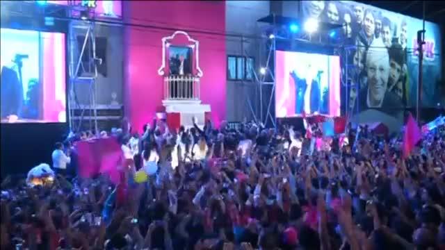 Kuczynski s'imposa per la mínima a Fujimori però evita proclamar-se guanyador al Perú
