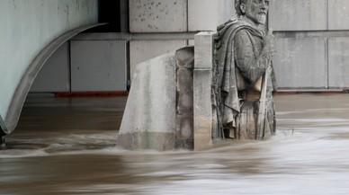 Una tormenta en París daña varios cuadros del Louvre