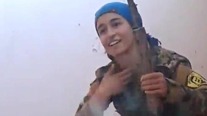 Una francotiradora kurda se salva por los pelos de un balazo en la frente, y le da la risa