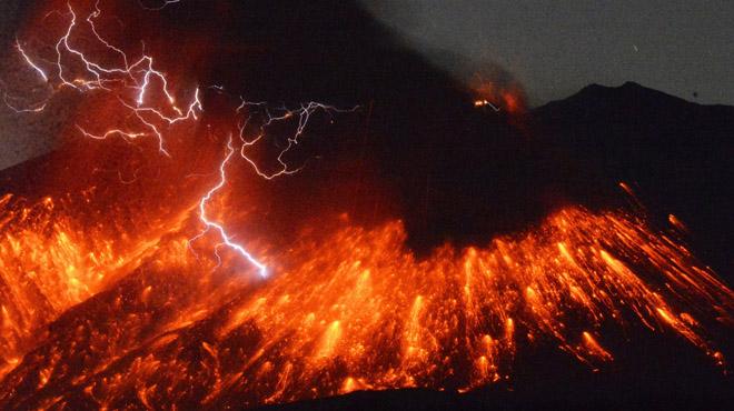 El volcà Sakurajima, al Japó, registra una erupció de gran magnitud