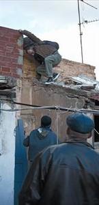 الصحفي، خلال الانتفاضة التونسية، في شهر كانون الثاني ـ يناير عام ٢٠١١