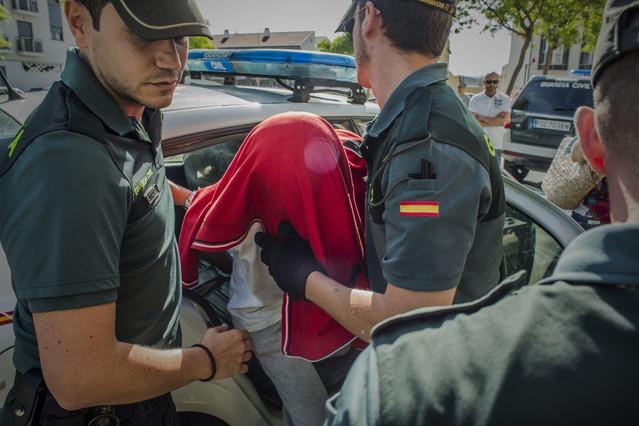 el joven de aos detenido ayer en tavernes de la valldigna en la entrada