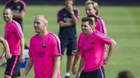 Iniesta, Mathieu, Messi, Xavi (tapado) y Rakitic, en elentrenamiento de este s�bado antes de jugar ante el Levante.