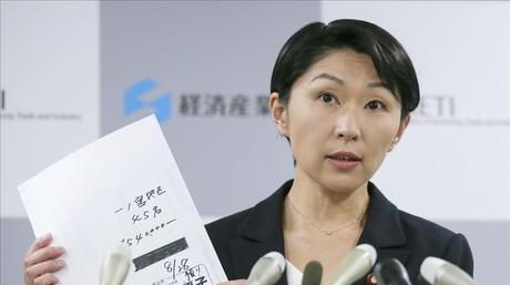 La ministra Obuchi en una rueda de prensa.
