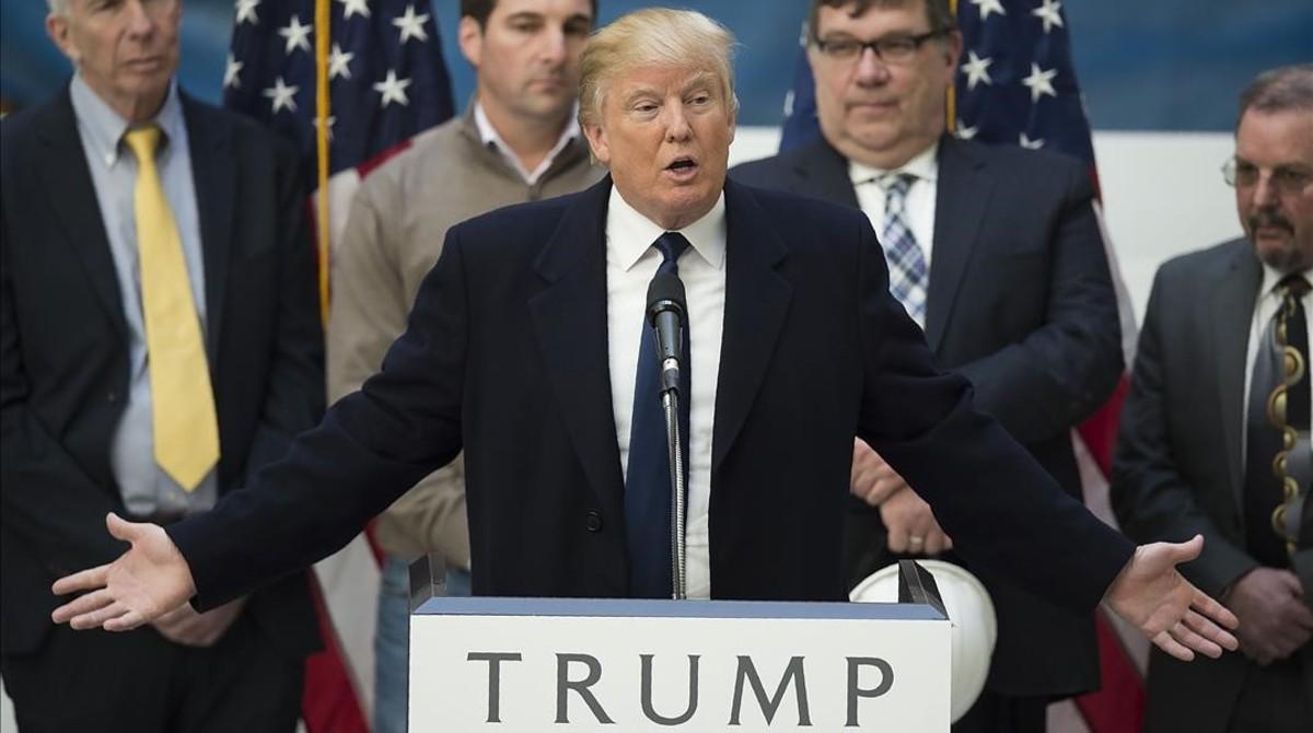 Trump habla en una rueda de prensa en el Hotel Internacional Trump, en Washington, este lunes.