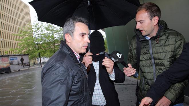 El pederasta confeso, Joaquín Benítez, exprofesor del colegio de los Maristas Sants-Les Corts entrando a los juzgados a declarar.