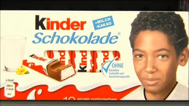 Pol�mica en Alemania por usar im�genes de jugadores de f�tbol de diferentes razas para promocionar unas chocolatinas.