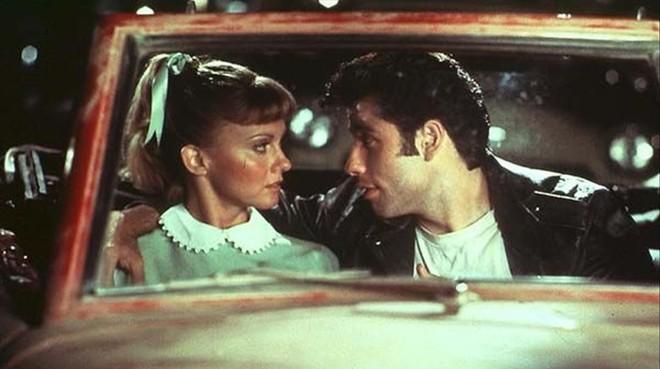 Olivia Newton-John y John Travolta, en la escena del autocine de 'Grease'.