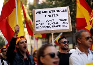 Un asistente a la manifestación de Barcelona