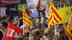 Una manifestación de estudiantes contra los recortes en la educación pública y la LOMCE, el pasado marzo, en Barcelona.